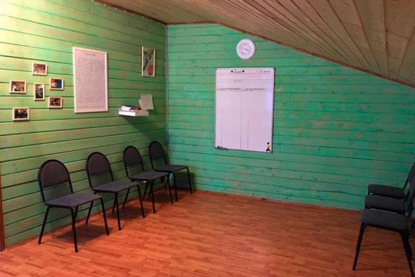 Зал для занятий с постояльцами в реабилитационном центре «Чистый день» Москва
