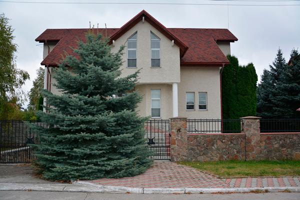Здание реабилитационного центра «Троицкий» снаружи