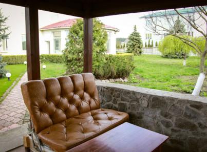 Место отдыха для постояльцев в реабилитационном наркологическом центре «Альтернатива» Киев