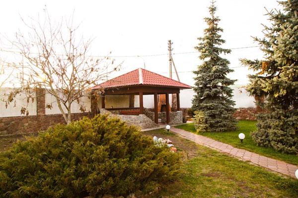 Двор в реабилитационном наркологическом центре «Альтернатива» Киев