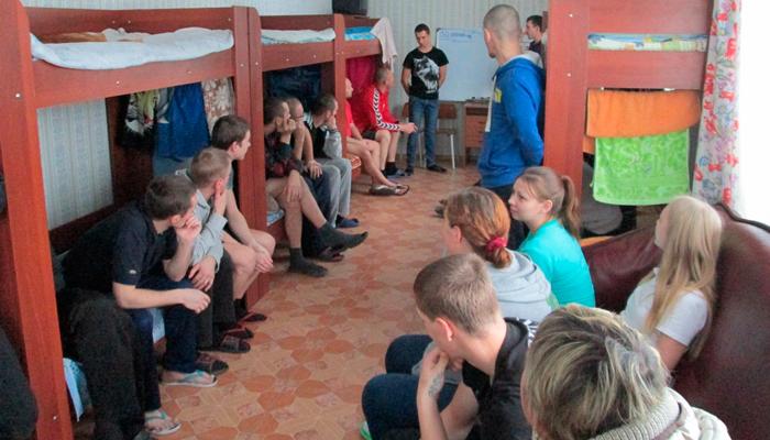 Групповые занятия постояльцев в реабилитационном наркологическом центре «Пермский край без наркотиков»