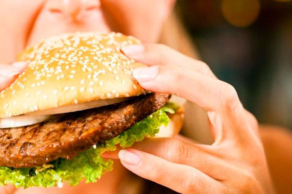 Заедание стресса едой