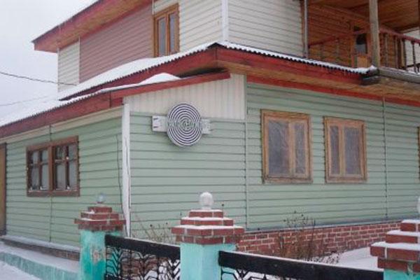 Двор психотерапевтического центра «Свободная Жизнь - Гусельниково»