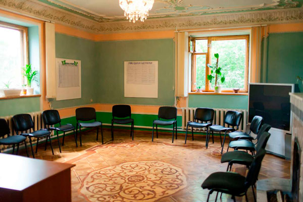 Зал для занятий в реабилитационном центре «Матери против наркотиков» Харьков