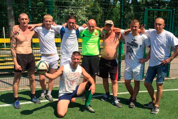 Игра постояльцев в футбол в реабилитационном центре «Радуга» Харьков
