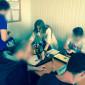 Рукодельное занятие постояльцев в реабилитационном наркологическом центре «Эдельвейс» Новосибирск