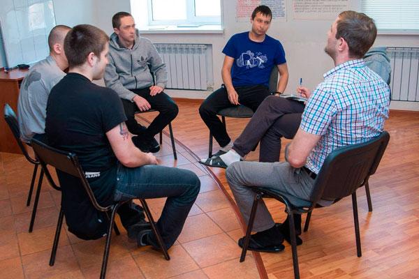 Групповые занятия постояльцев в реабилитационном наркологическом центре «Инсайт» Архангельск