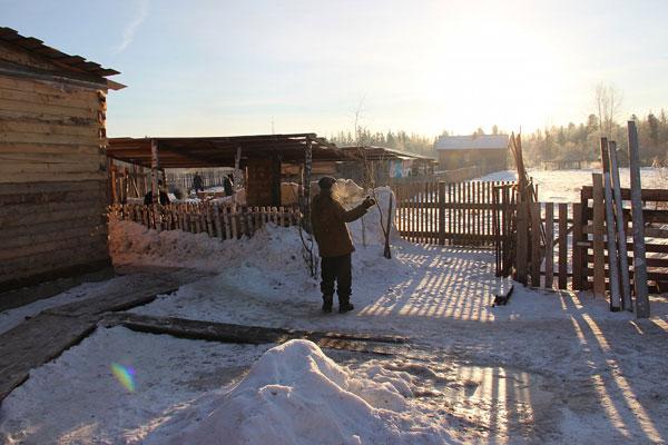 Двор реабилитационного наркологического центра «Пегас» в Красноярске
