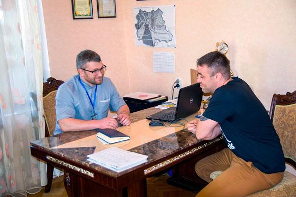 Общение врача-нарколога с больным в реабилитационном наркологическом центре «Позитив» Харьков