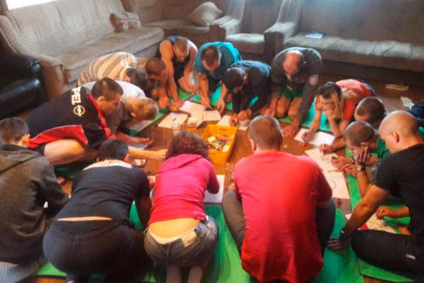 Групповые занятия постояльцев в реабилитационном наркологическом центре «Step by step» Львов