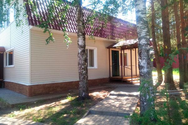 Двор реабилитационного наркологического центра «Теменос»