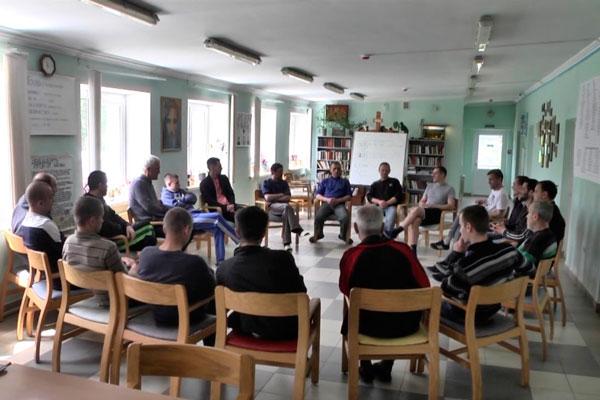 Групповые занятия постояльцев в реабилитационном центре «Назарет» Дрогобыч