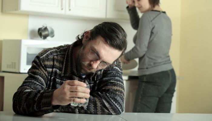 Напряженные отношения в семье в период алкогольной депрессии