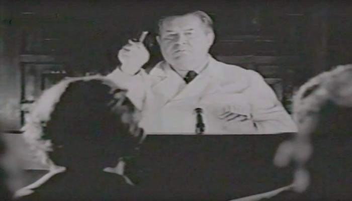 Врач Довженко А.Р. ведет сеанс гипноза