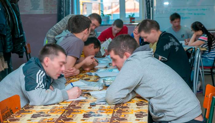 Занятия постояльцев в наркологическом реабилитационном центре «Развитие» (Брянск)