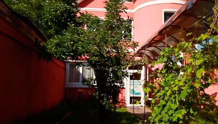 Двор реабилитационного центра «Шанс»