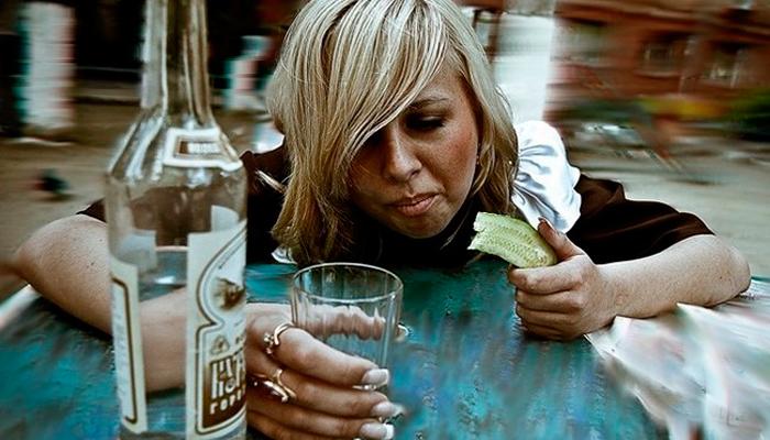 Употребление спиртного женщиной