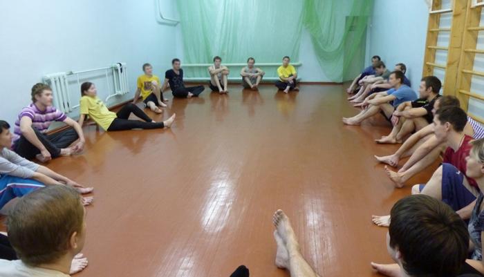 Групповые занятия постояльцев в Кемеровском областном клиническом наркологическом диспансере