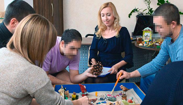 Групповые занятия постояльцев в реабилитационном наркологическом центре «Мечта» (Архангельск)