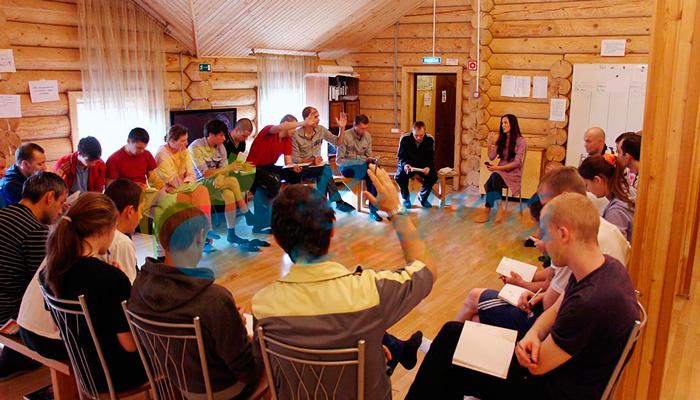 Групповые занятия постояльцев в реабилитационном наркологическом центре «Вита» (Казань)