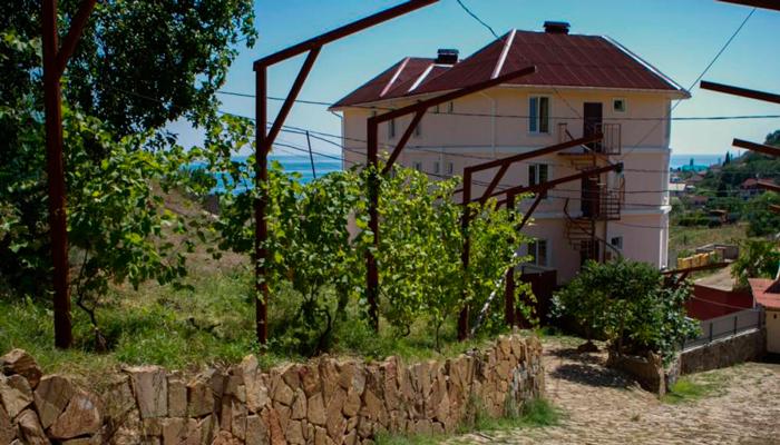 Здание реабилитационного центра «Исток» (Алушта)