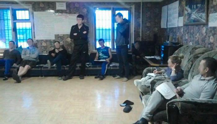 Групповые занятия постояльцев Живой уголок в реабилитационном центре «Начало» (Кисловодск)