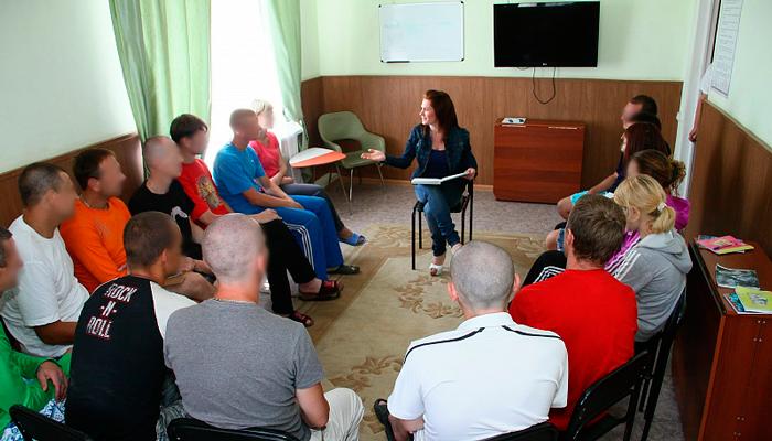 Групповые занятия постояльцев в реабилитационном центре «Надежда» (Екатеринбург)