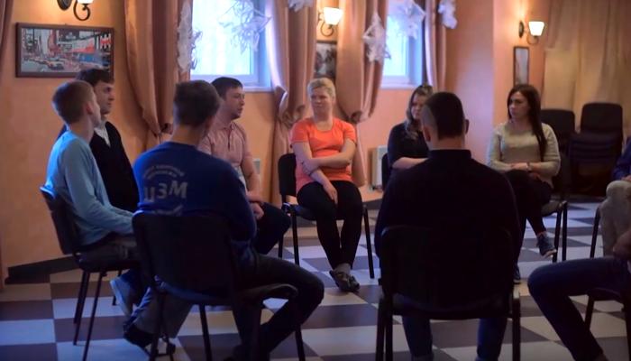 Групповые занятия постояльцев в реабилитационном центре «Центр здоровой молодежи» (Москва)