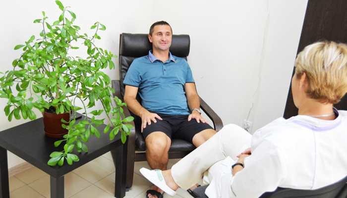 Сеанс общения с психотерапевтом в реабилитационном наркологическом центре «Грааль» (Краснодар)