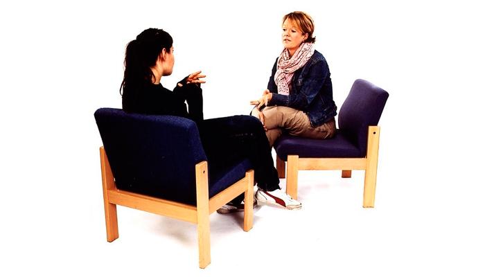 Общение с психотерапевтом для лечения зависимости от успокоительных веществ