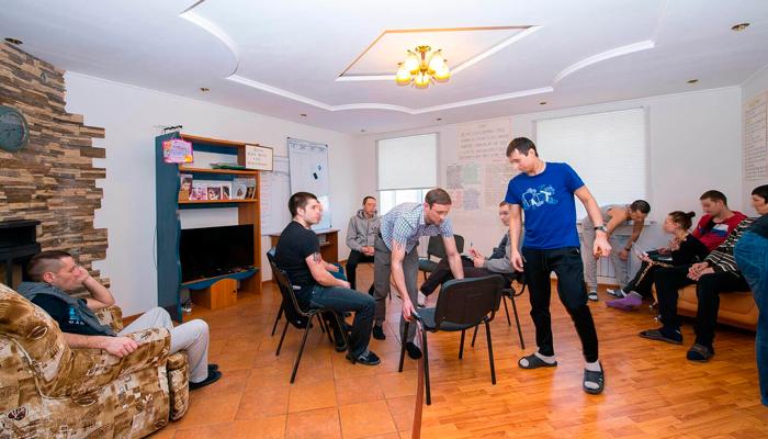 Групповые занятия постояльцев в реабилитационном наркологическом центре «Инсайт» (Владивосток)
