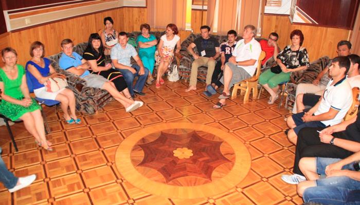 Групповые занятия постояльцев в реабилитационном наркологическом центре «Решение» (Вологда)