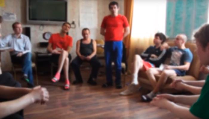 Групповые занятия постояльцев в реабилитационном центре «Айсберг» (Иваново)