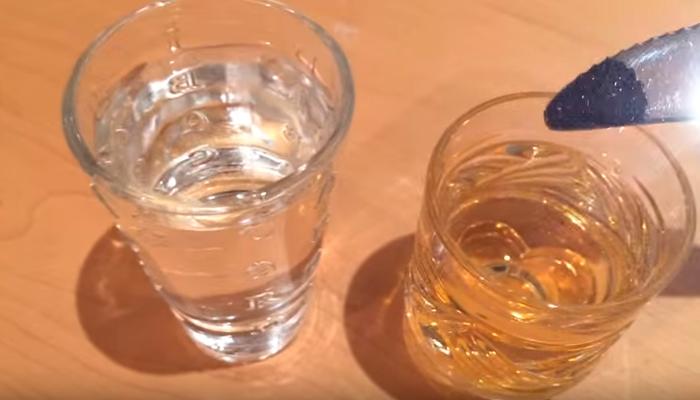 Выявление древесного спирта с помощью марганцовки