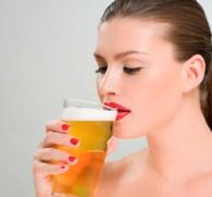 Пивной алкоголизм у женщин: первые симптомы и признаки пагубной привычки
