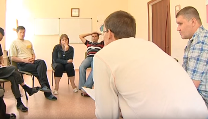 Групповые занятия постояльцев в реабилитационном центре «Перекресток семи дорог» (Ангарск)