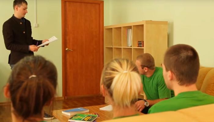 Групповые занятия постояльцев в реабилитационном центре «Сфера» (Тюмень)