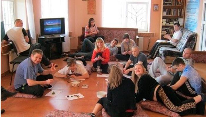 Групповые занятия постояльцев в реабилитационном центре «Шаг к жизни» (Одесса)