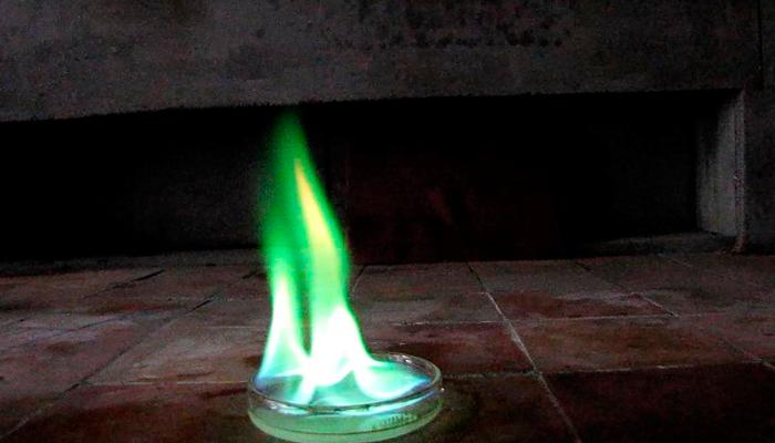 Зеленое пламя при горении метилового спирта