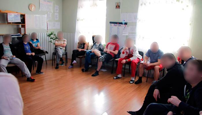Групповые занятия постояльцев в реабилитационном центре «Открытие» (Волгоград)