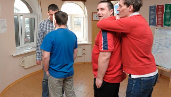 Групповые занятия постояльцев в реабилитационном центре «Наркостоп» (Волгоград)