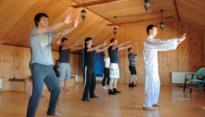 Занятия постояльцев спортом в реабилитационном наркологическом центре «Наркостоп» (Иваново)