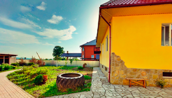 Двор реабилитационного центра «Инсайт» (Волгоград)