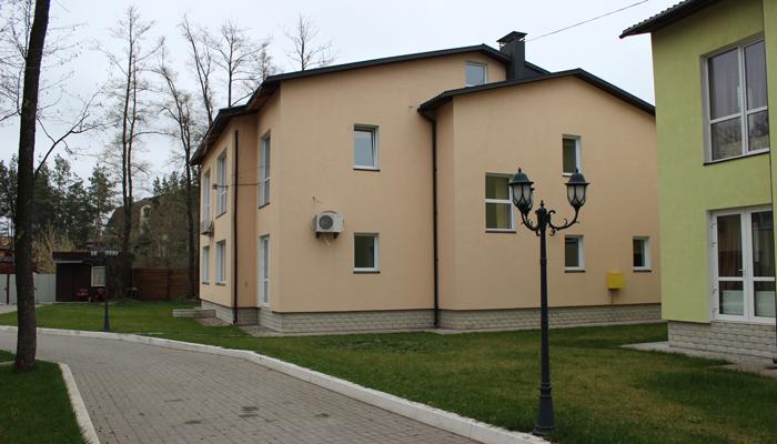 Территория наркологической клиники «Рена» (Киев)