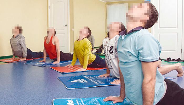 Занятия постояльцев спортом в реабилитационном наркологическом центре «Метод» (Киров)