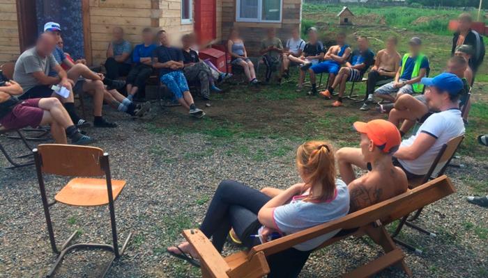 Групповые занятия постояльцев в реабилитационно оздоровительном центре «Счастье» (Красноярск)