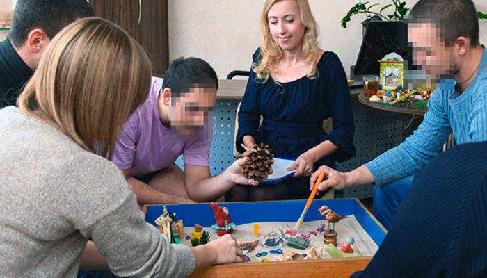 Групповые занятия постояльцев в реабилитационном центре «Мечта» (Комсомольск-на-Амуре)