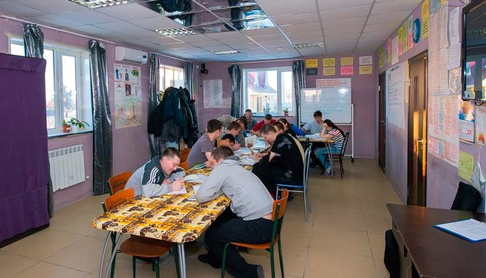 Групповые занятия постояльцев в реабилитационном центре «Развитие» (Ярославль)