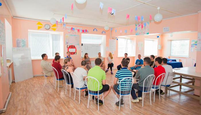 Групповые занятия постояльцев в реабилитационном центре «Согласие» (Владимир)