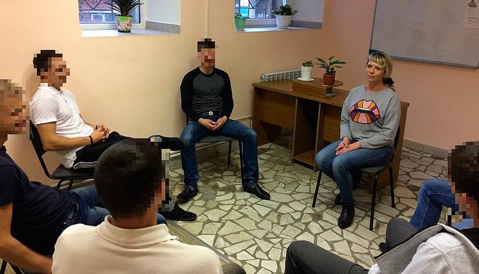Групповые занятия постояльцев в реабилитационном центре «Вершина» (Челябинск)